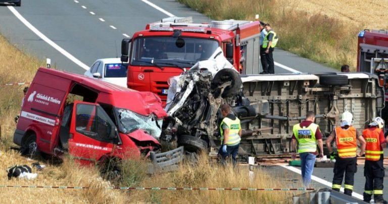 Трагедия в Чехии: при столкновении двух микроавтобусов погибли два брата-украинца, третий - в больнице