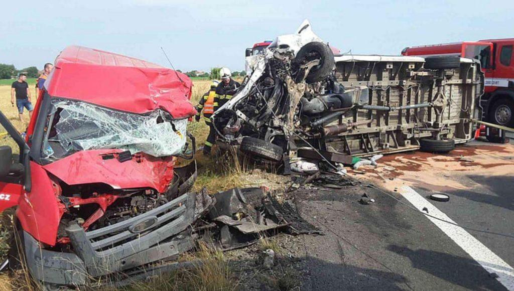 Трагедия в Чехии: при столкновении двух микроавтобусов погибли два брата-украинца, третий - в больнице - today.ua