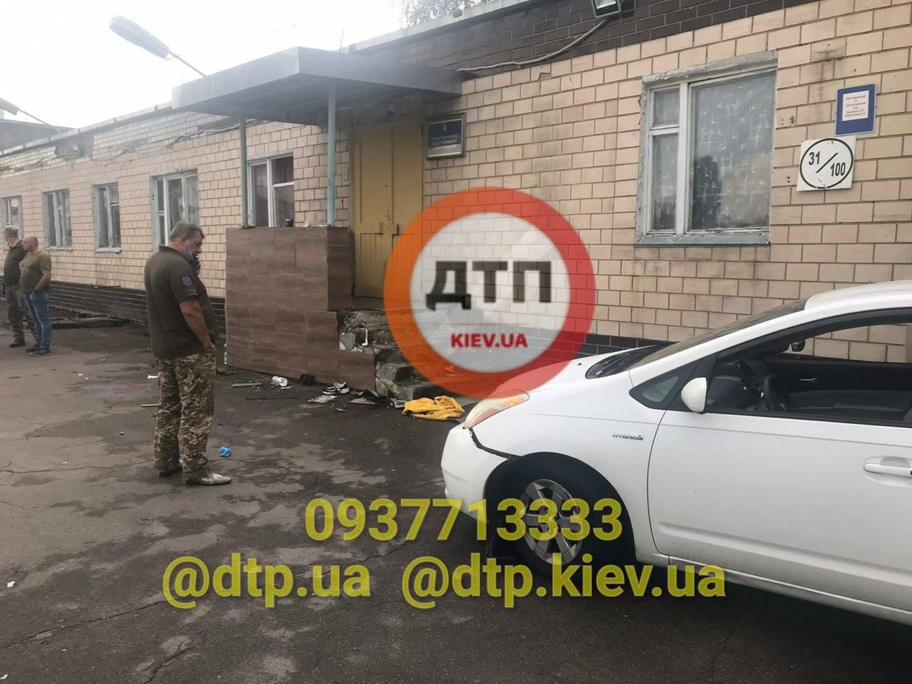 Трагедія в Києві: п'яний офіцер в ДТП тяжко травмував трьох дівчат, одна з них втратила ноги - фото 18+