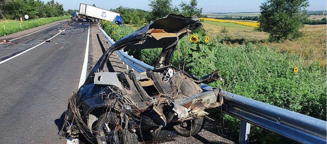 Трагедія в Запорізькій області: ДТП з фурою і легковиком забрала людські життя