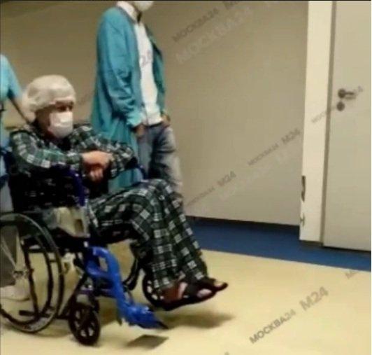У Єфремова віднялися ноги: поки про виписку актора з лікарні навіть не йдеться