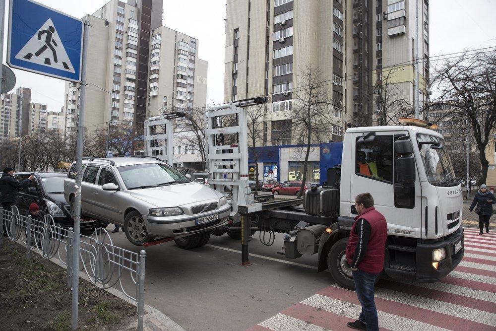 Когда припаркованный автомобиль отправляют на штрафплощадку? - today.ua