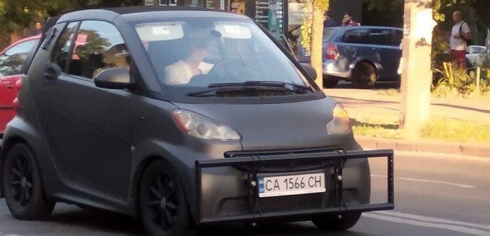 Українець оригінально захистив свій автомобіль від ударів при ДТП - today.ua