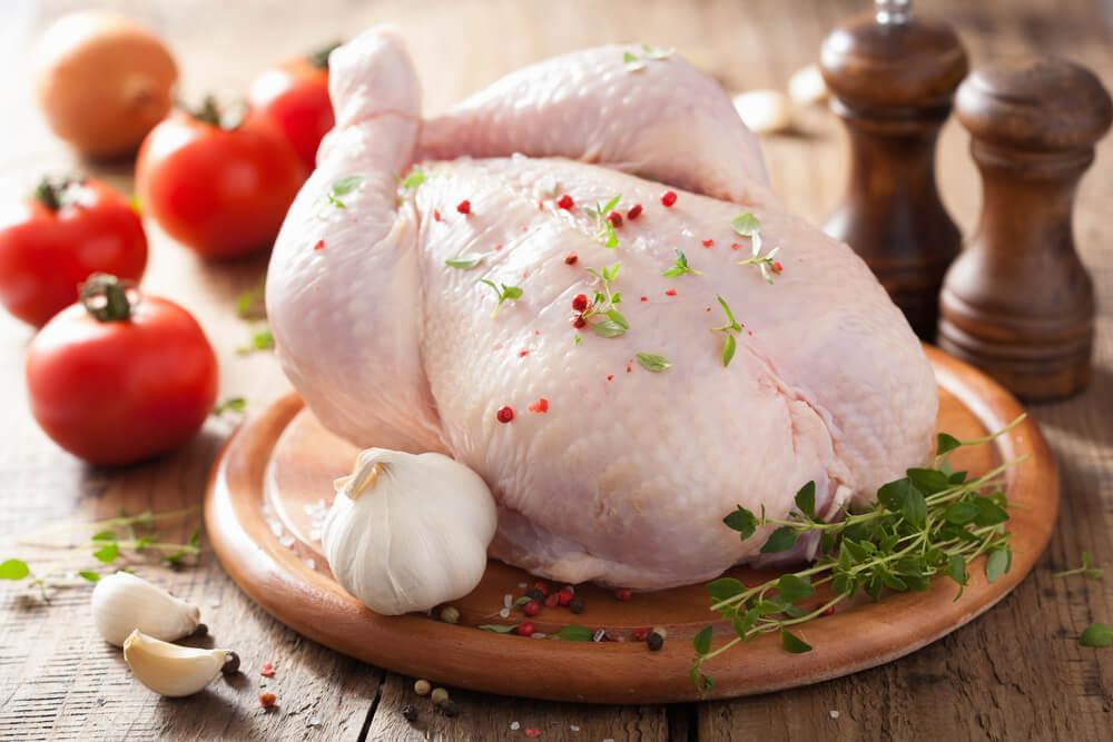 Почему категорически нельзя мыть курицу перед приготовлением: медики ошеломили заявлением - today.ua