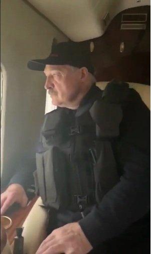 Кадры вооруженного автоматом несовершеннолетнего Коли Лукашенко вызвали ажиотаж в Сети