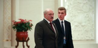 Кадри озброєного автоматом неповнолітнього Колі Лукашенка викликали ажіотаж у Мережі - today.ua