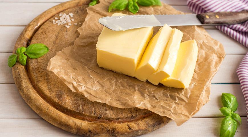 Українцям розповіли, як визначити якість вершкового масла і який продукт взагалі можна вважати маслом