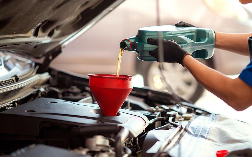 """Навіщо ллють в двигун """"зайве"""" масло?"""