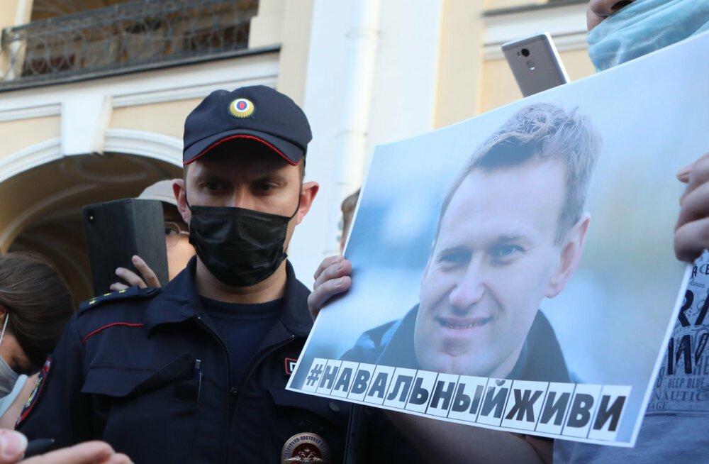 Из Германии прилетел спецборт за Навальным, однако омские врачи не дают согласия на вылет