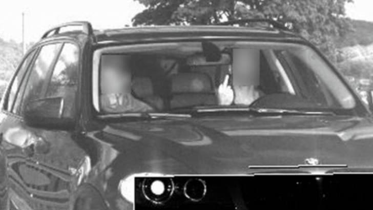 Немца за средний палец камере автофиксации оштрафовали на €1500