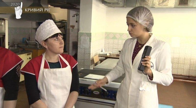 """Таргани і кухар з немитими руками: програма """"Ревізор"""" перевірила гімназію, в якій навчався Зеленський"""
