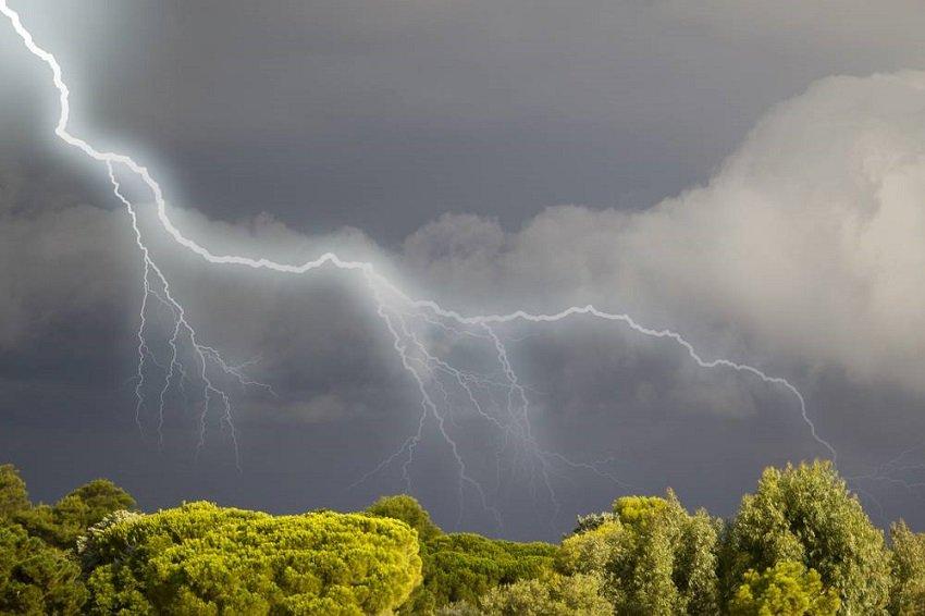 В Україні різко зіпсується погода: синоптики оголосили штормове попередження