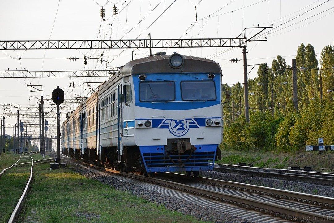 """Неділя - останній день: з понеділка """"Укрзалізниця"""" не буде брати на поїзди мешканців """"червоної"""" зони"""
