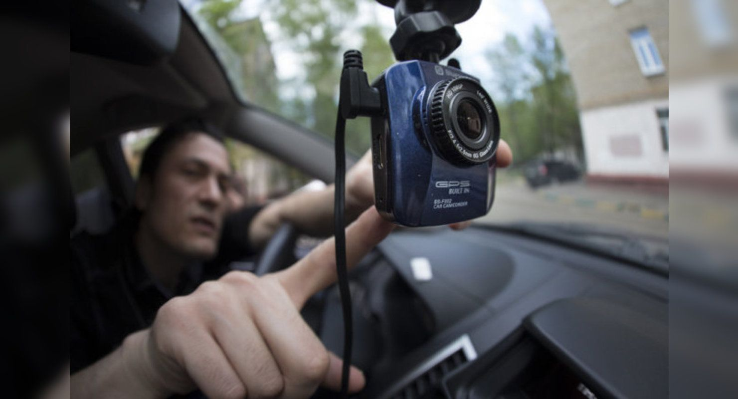 Як водієві правильно відповісти поліцейському, якому не подобається, що його знімають? - today.ua
