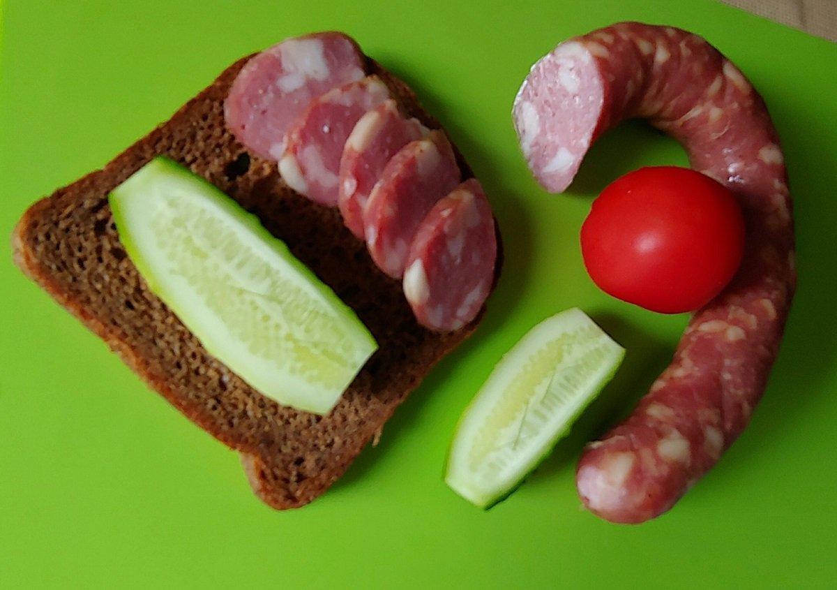 Краківська ковбаса своїми руками: простий рецепт натуральної м'ясної закуски в духовці