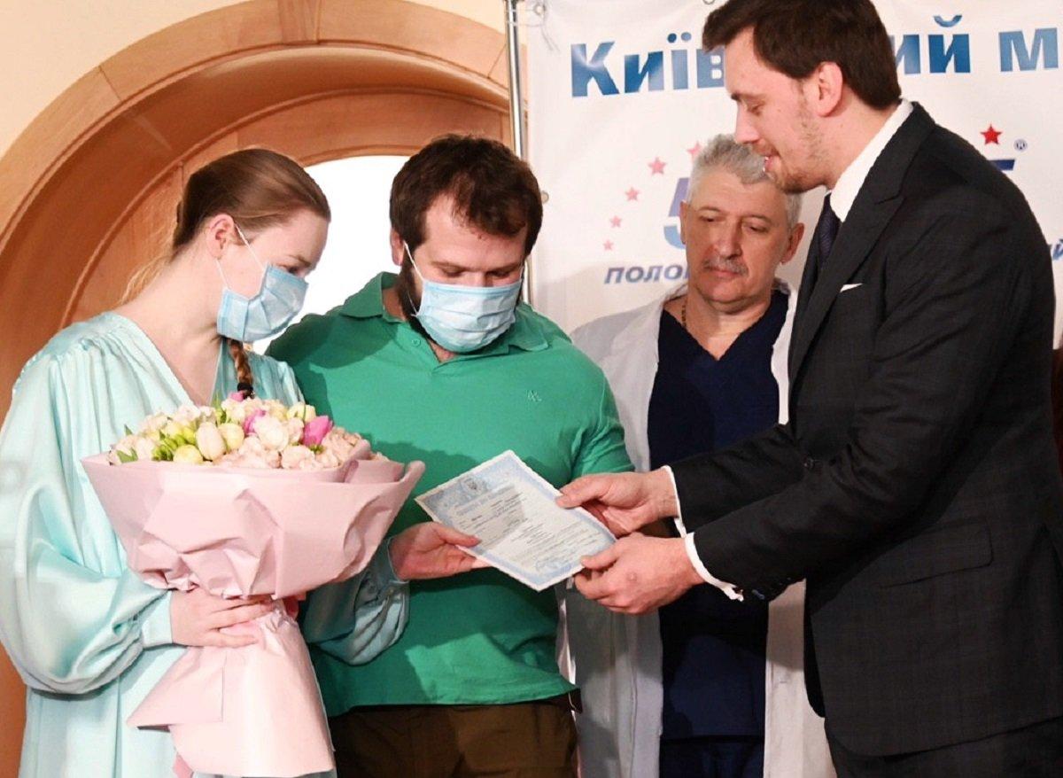 Бумажные свидетельства о рождении в Украине заменят электронными: как работает сервис еМалыш