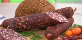 """Краківська ковбаса своїми руками: простий рецепт натуральної м'ясної закуски в духовці"""" - today.ua"""