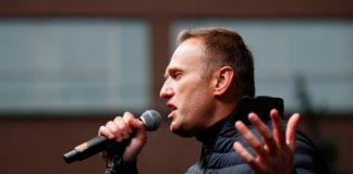 Кремль про Новачок на пляшці з номера Навального: «Навряд чи хтось міг її відвезти - не встиг би» - today.ua