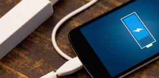 П'ять заборонених дій зі смартфоном на зарядці: експерти перерахували головні заборони - today.ua
