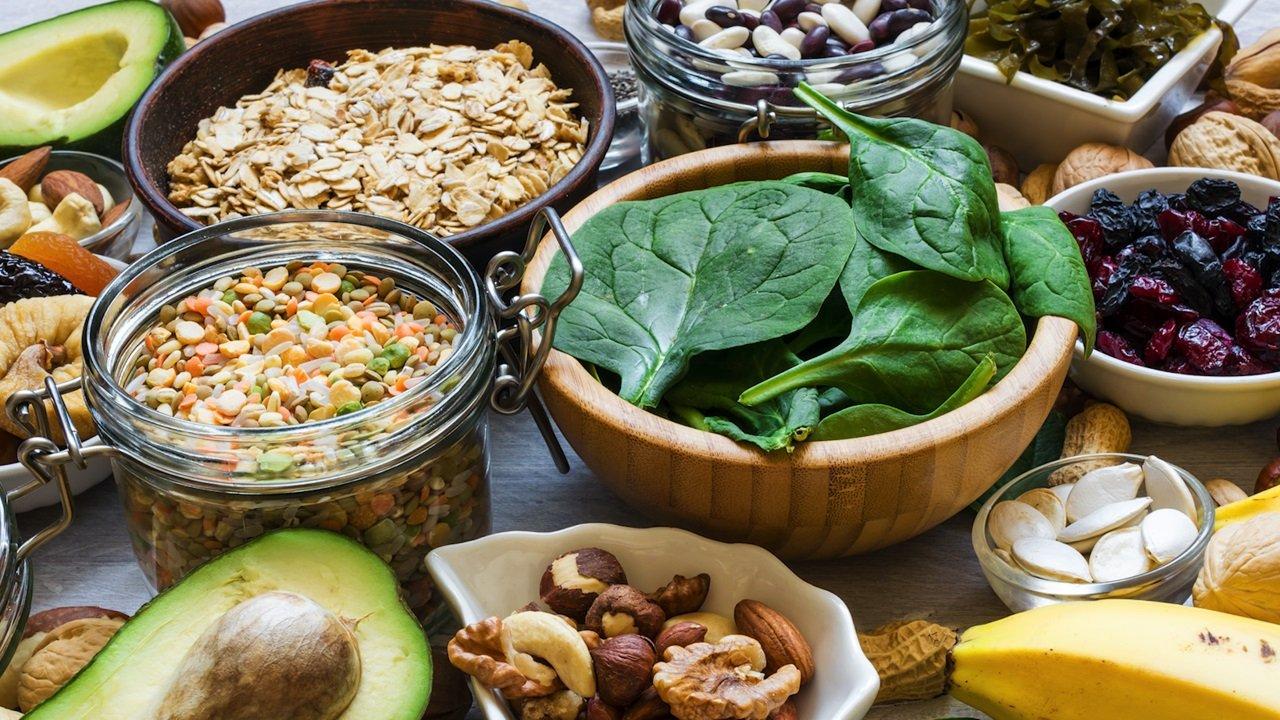 Якого вітаміну не вистачає в організмі, якщо скаче тиск, болить голова і поганий настрій