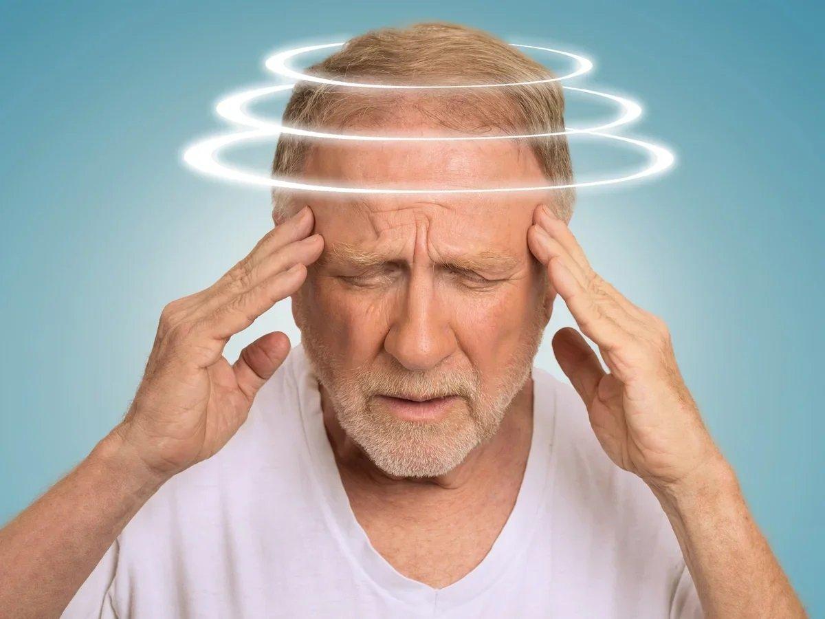 Головокружение и потемнение в глазах при вставании – признак опасного заболевания: выводы ученых