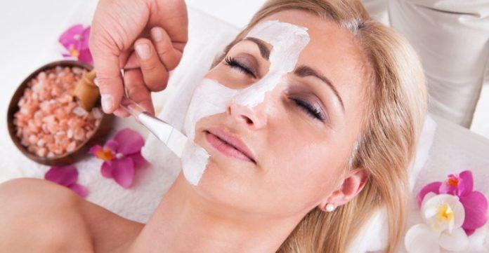 Маска для обличчя з бурштиновою кислотою: омолоджує і відбілює шкіру в осінній період