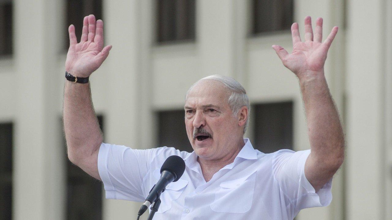 Лукашенко заявил, что после его ухода в стране начнется резня: «Я просто так не уйду»