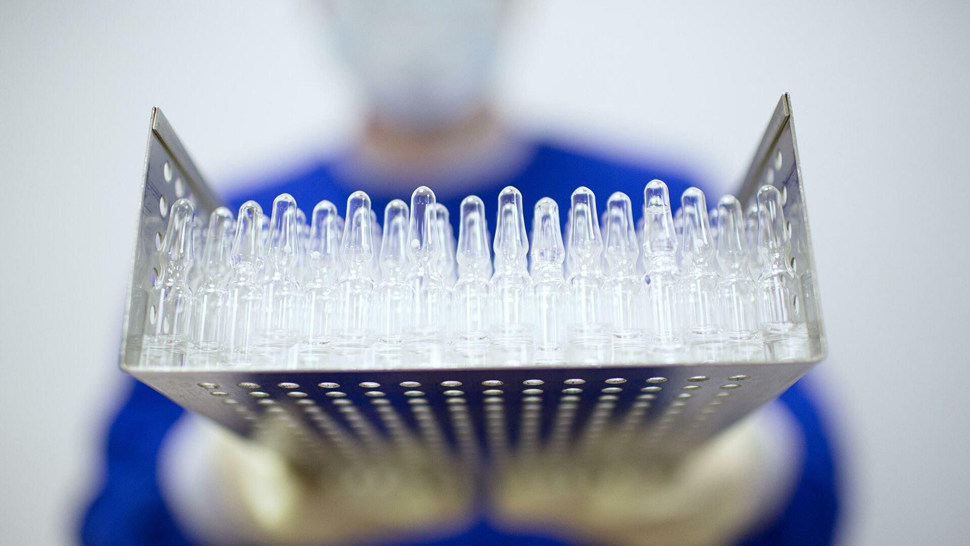 Вакцинація від коронавіруса відкладається: доброволець захворів дивною хворобою після щеплення від COVID-19