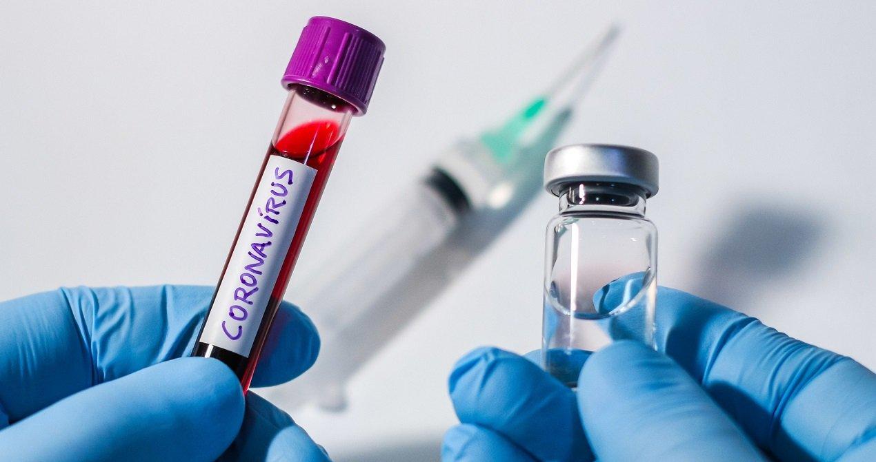 При каких болезнях опасно делать прививку от коронавируса: рекомендации врача
