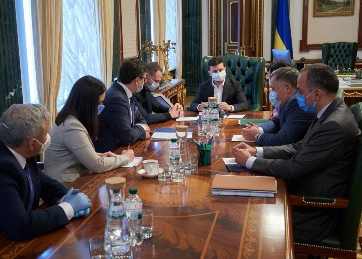 Україна на межі катастрофи: Зеленський зібрав екстренне засідання уряду