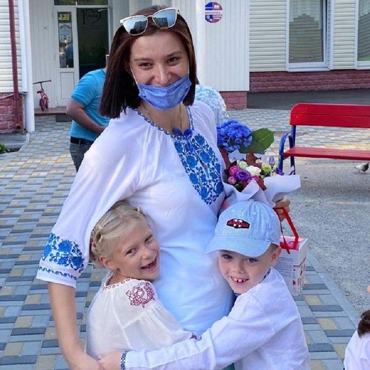 1 сентября украинские звезды отвели детей в школу: вышиванки, цветы и много-много радости