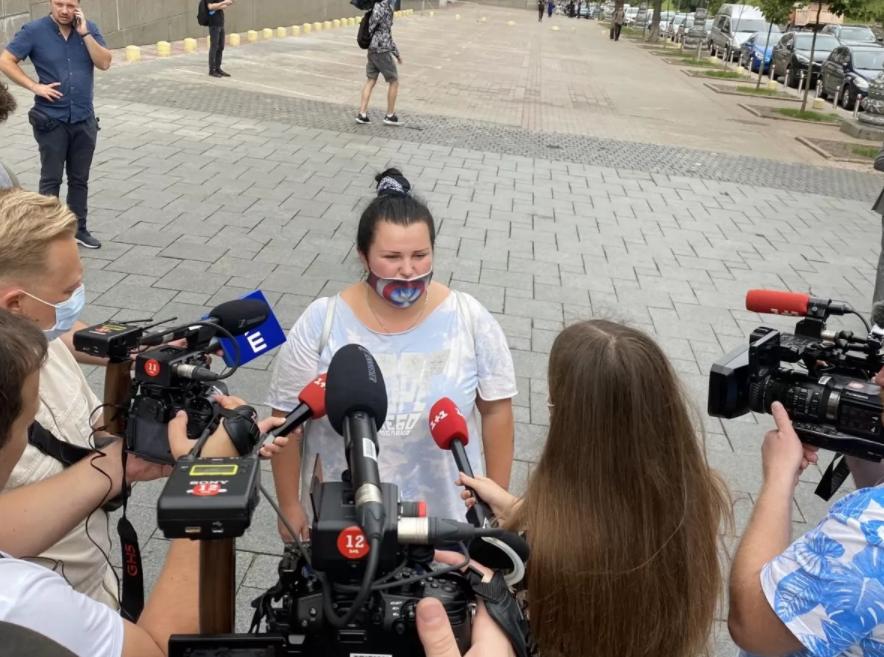 Оля Полякова вийшла на мітинг під Кабміном: артистка звинувачує владу у тому, що залишилася без роботи