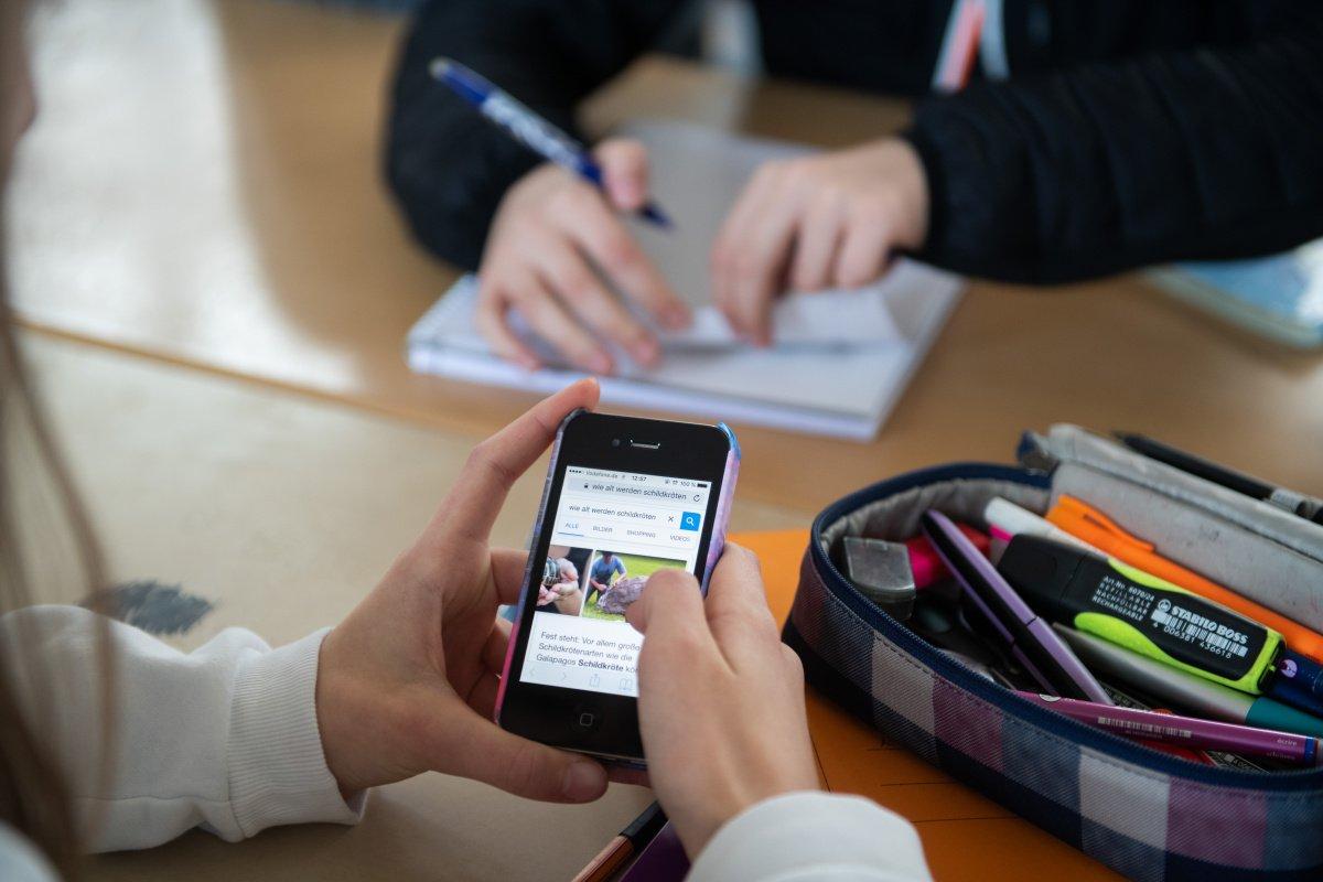 Vodafone дарит школьникам по 1000 гривен: как получить деньги   - today.ua