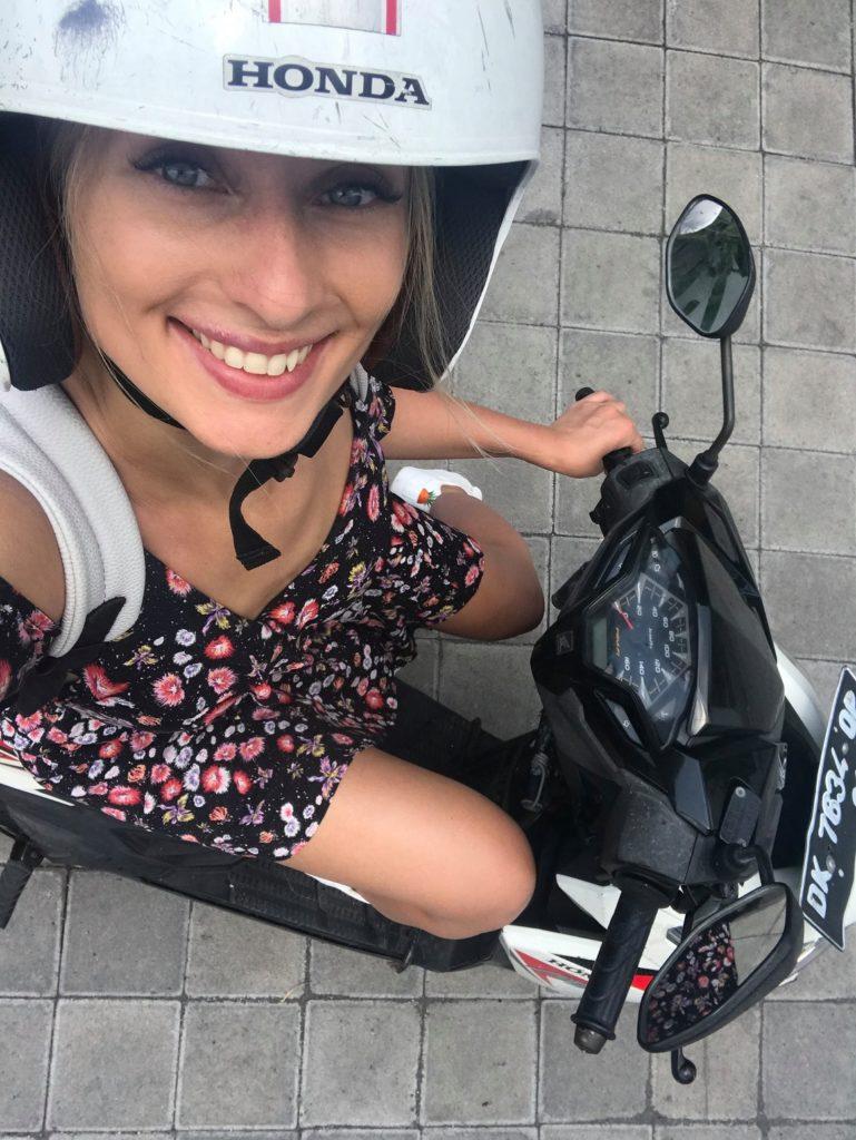 Украинская телеведущая попала в ДТП на Бали: впервые села на байк и чуть не погибла