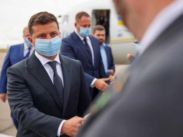 """""""Без масок, с объятиями и поцелуями"""": Зеленский рассказал о победе над коронавирусом в Украине"""