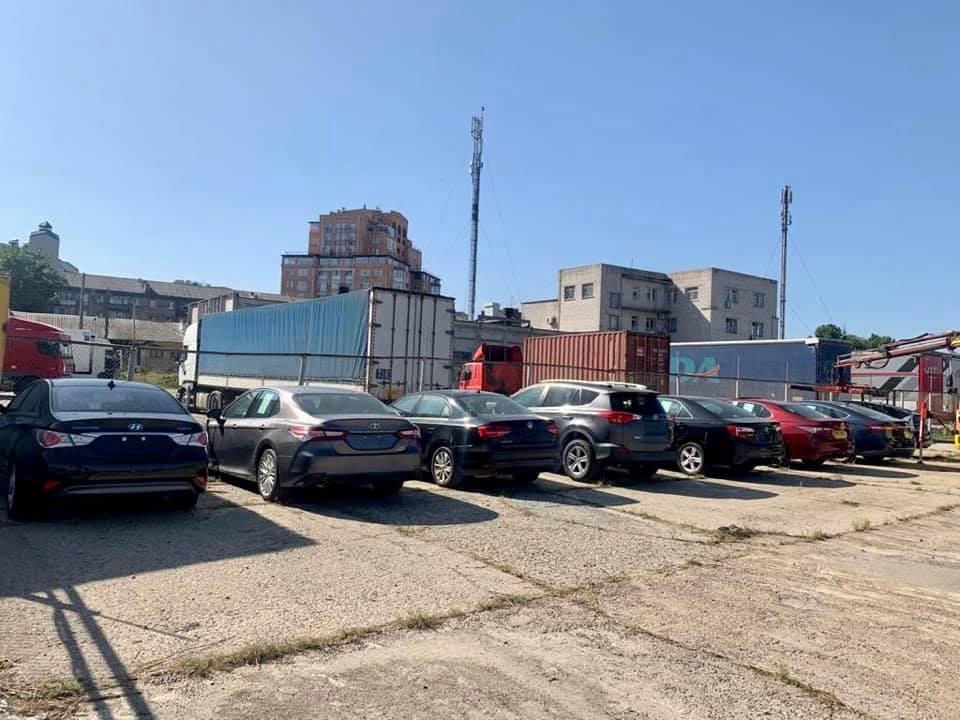 Киевская таможня конфисковала восемь б/у авто из США в пользу государства