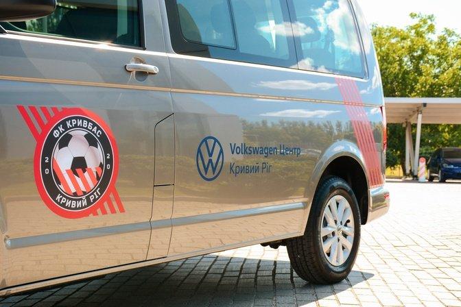 Відродженному ФК «Кривбас» подарували фургон Volkswagen