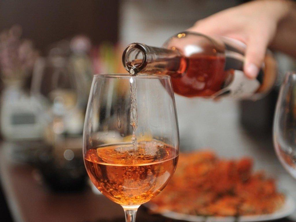 В Україні знову подорожчає алкоголь: що і скільки коштуватиме