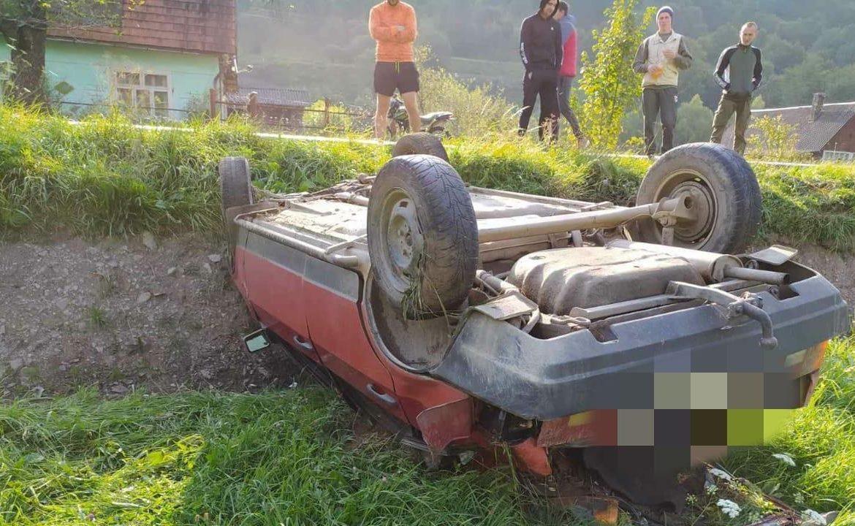 """ДТП на Закарпатье: школьники умыкнули """"покататься"""" чужой автомобиль - машину нашли перевернутой"""