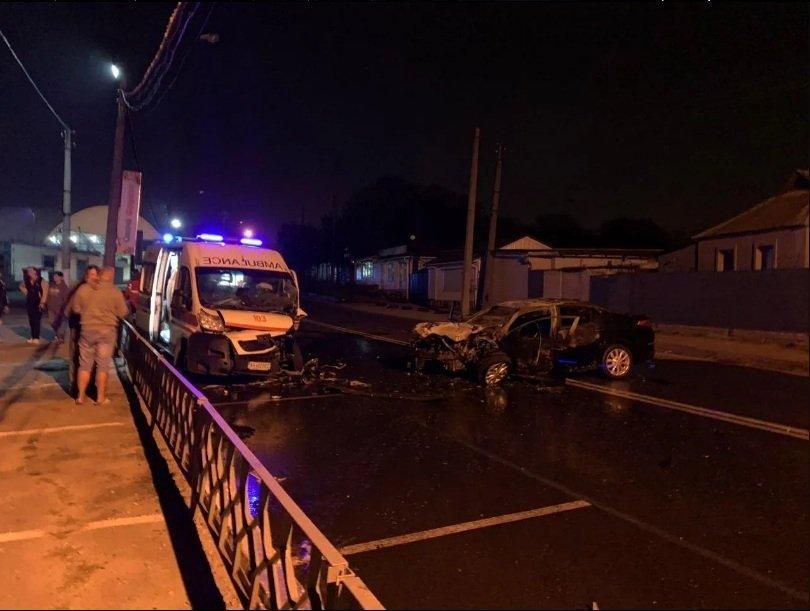 Нічна ДТП з автомобілем швидкої допомоги в Харкові: від зіткнення автомобіль спалахнув