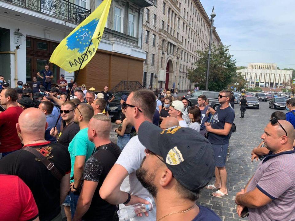 В Киеве митингующие требуют снизить стоимость растаможки «евроблях»