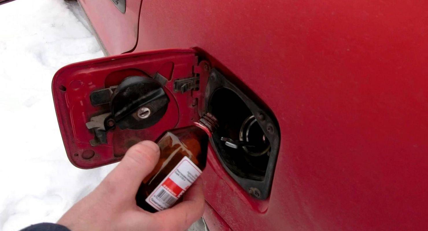 Как просто удалить влагу из бензобака?