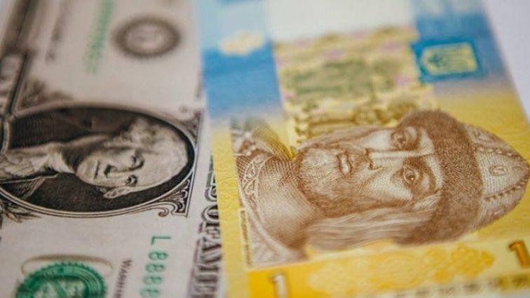 Курс долара в жовтні: експерти радять переводити заощадження в американську валюту