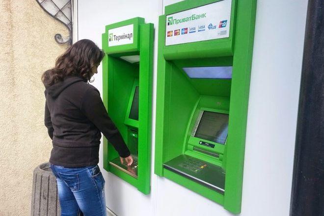 Будьте пильні: в банкоматах Приватбанку почастішали крадіжки