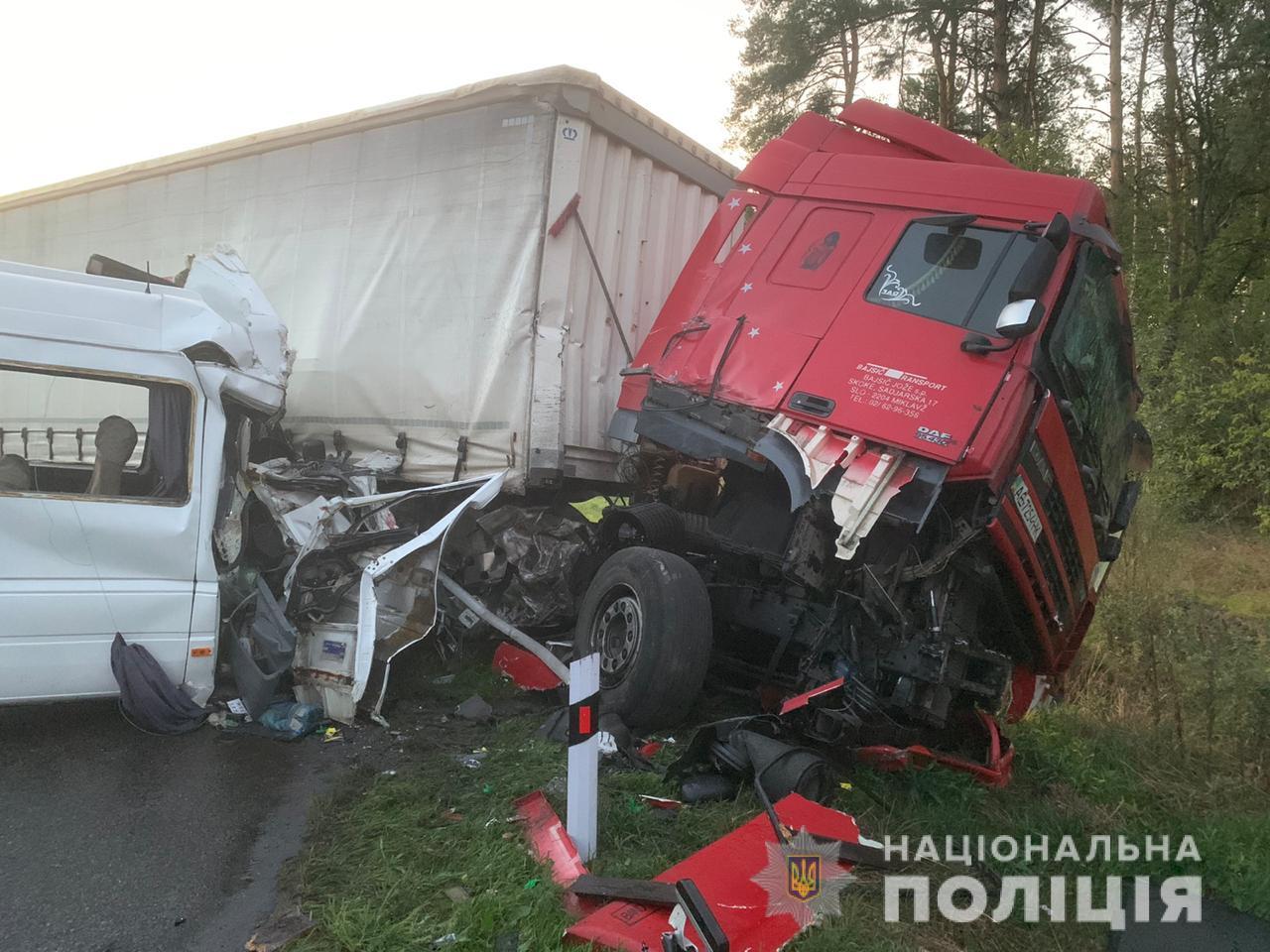 Подробности кровавого ДТП под Киевом: 21-летний водитель говорит, что у фуры отказали тормоза