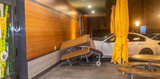 """ДТП у Києві: Hyundai влетів в літню площадку McDonald's, постраждали двоє людей"""" - today.ua"""