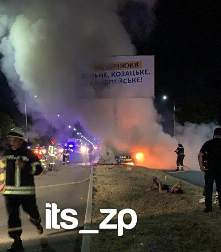 Жахлива ДТП у Запоріжжі: в автомобілі заживо згоріли троє студентів, очевидці не змогли їх врятувати