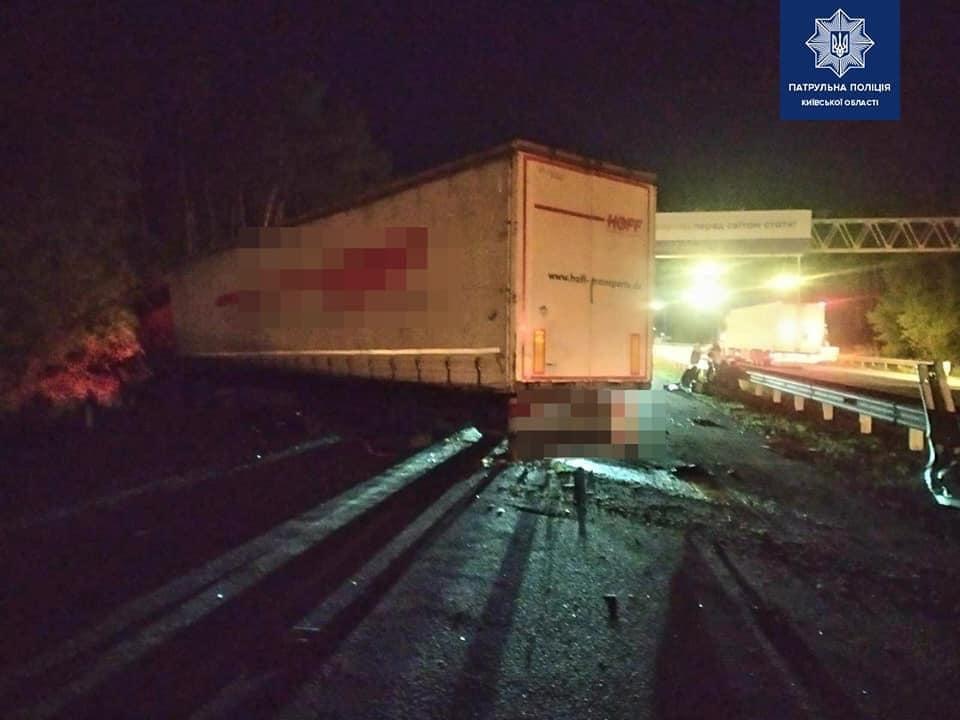 Масштабна нічна ДТП під Києвом: в зіткненні чотирьох автомобілів загинуло п'ятеро людей, ще 14 одержали травми