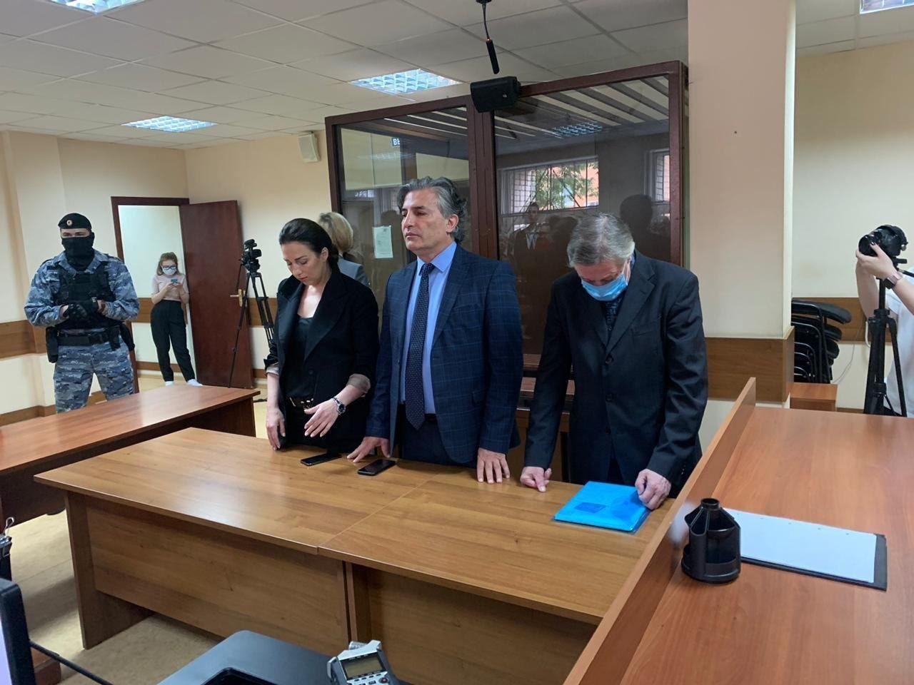 Суд признал Михаила Ефремова виновным в летальном ДТП: 8 лет колонии - не помог даже обморок жены