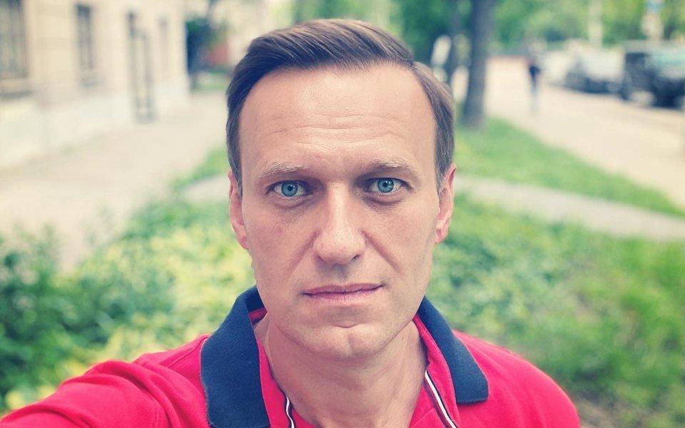 Навальному уже гораздо лучше: он встает с постели и вполне вменяем, - клиника Шарите - today.ua